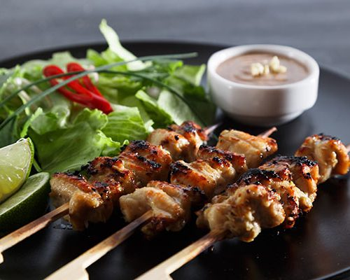 chicken-satay-popular-asian-dish-P86XVZS
